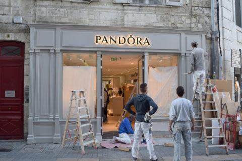 UBIK architectes - aménagement boutique Pandora - La Rochelle - Novembre 2016 - finition de la façade